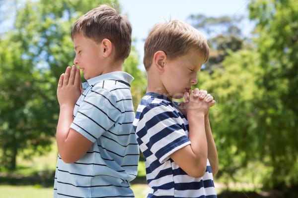 Pequeno meninos oração parque família Foto stock © wavebreak_media