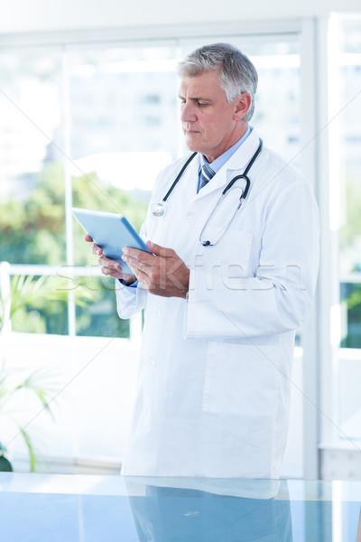 Zagęszczony lekarza tabletka medycznych biuro Zdjęcia stock © wavebreak_media