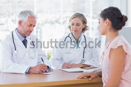 Geconcentreerde artsen collega met behulp van laptop medische kantoor Stockfoto © wavebreak_media