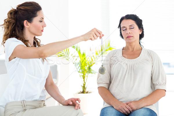 Arts patiënt witte helpen vrouwelijke professionele Stockfoto © wavebreak_media