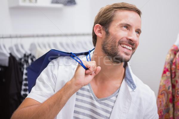Sonriendo hombre bolsa de la compra boutique ropa vestido Foto stock © wavebreak_media