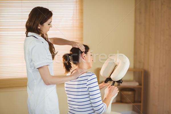 若い女性 マッサージ 椅子 療法 ルーム 女性 ストックフォト © wavebreak_media