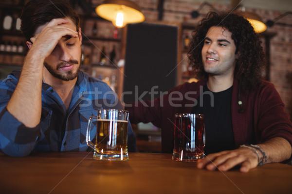 Homem reconfortante deprimido amigo pub cerveja Foto stock © wavebreak_media