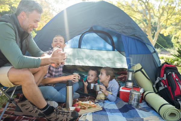 Famiglia snack fuori tenda albero Foto d'archivio © wavebreak_media