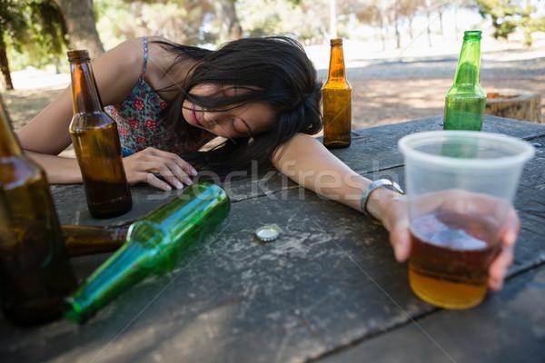 Pijany kobieta relaks tabeli szkła Zdjęcia stock © wavebreak_media