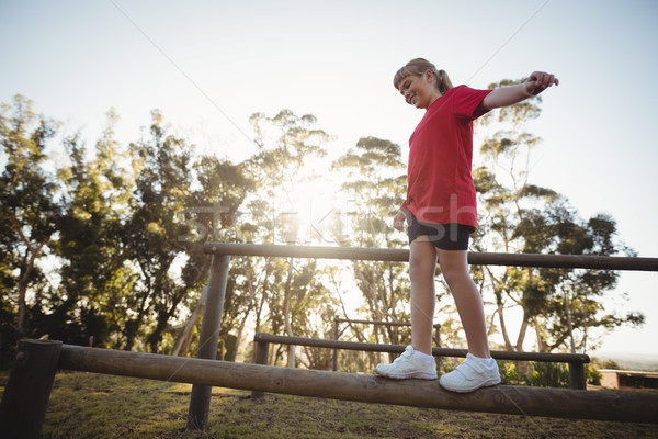 Lány sétál akadály akadályfutás csizma tábor Stock fotó © wavebreak_media