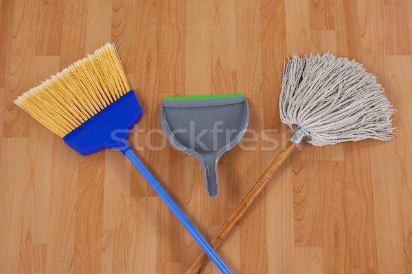 Seprű fapadló otthon takarítás együtt védelem Stock fotó © wavebreak_media