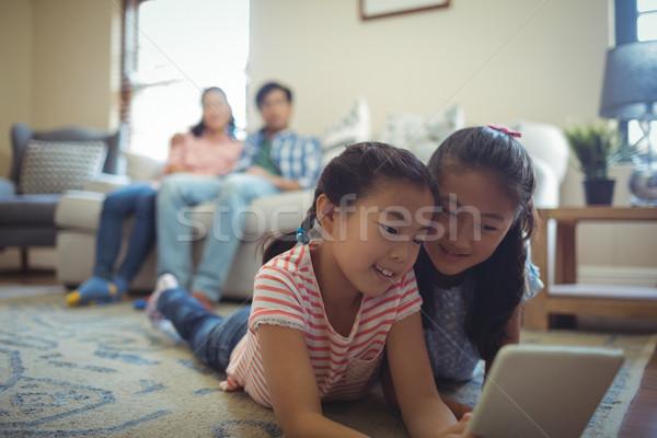 Testvérek digitális tabletta nappali otthon internet Stock fotó © wavebreak_media