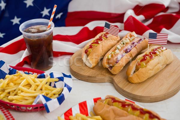 Amerikai zászló forró kutyák fa asztal közelkép étel Stock fotó © wavebreak_media