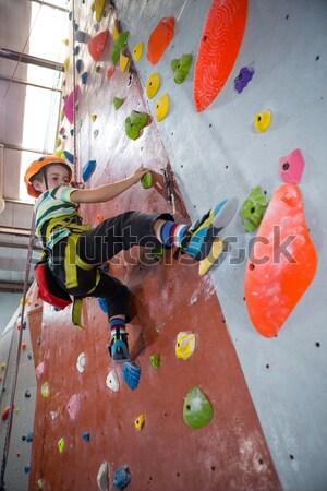 Determinado mulher escalada fitness estúdio Foto stock © wavebreak_media