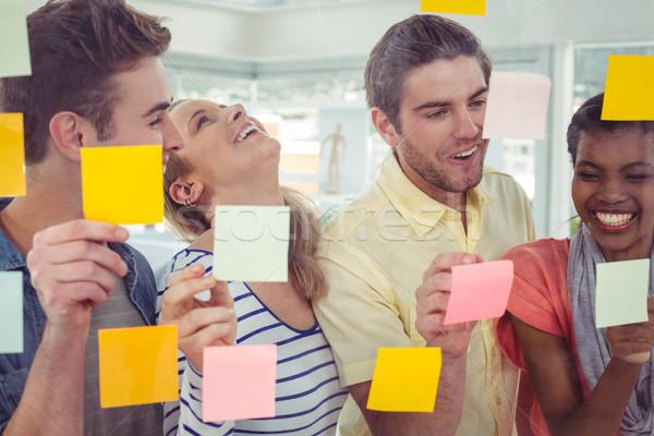 Creative équipe post it note bureau Photo stock © wavebreak_media