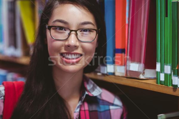 Glimlachend student bibliotheek universiteit gelukkig bril Stockfoto © wavebreak_media
