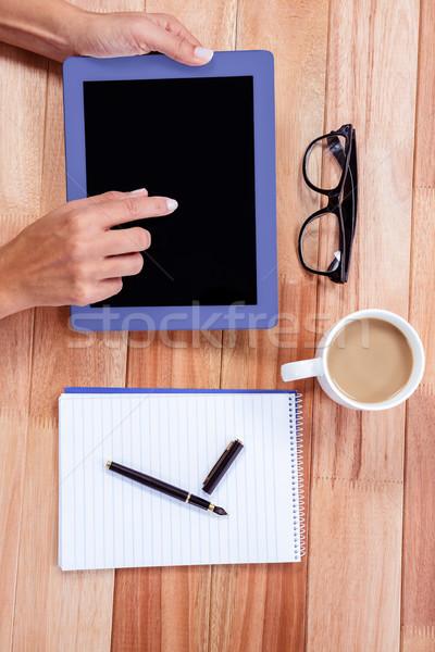 Feminine Hände Tablet Kaffee Notebook Gläser Stock foto © wavebreak_media