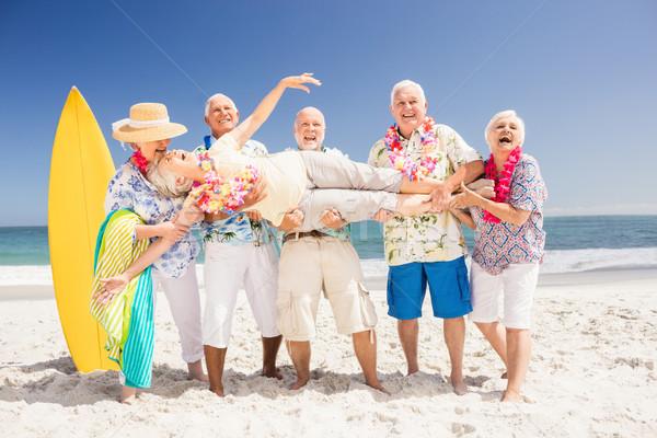 Idős barátok tart nő tengerpart égbolt Stock fotó © wavebreak_media