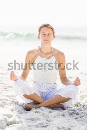 Gyönyörű nő lótusz pozició tengerpart tenger óceán Stock fotó © wavebreak_media