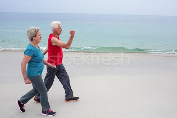 Couple de personnes âgées jogging plage supérieurs homme Photo stock © wavebreak_media