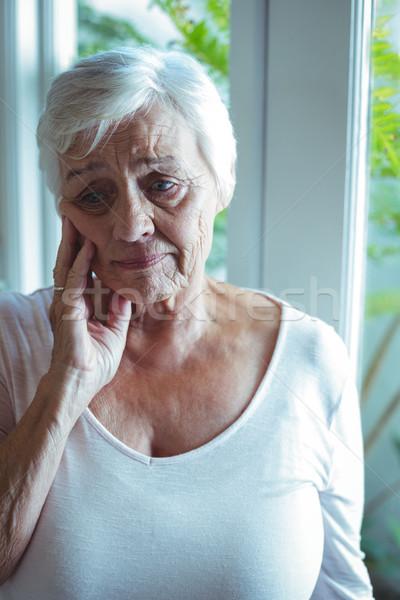 Stock fotó: Figyelmes · idős · nő · ablak · áll · otthon
