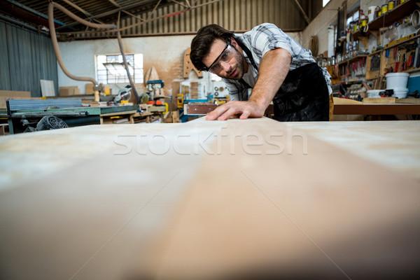Stolarz pracy zakurzony warsztaty budynku człowiek Zdjęcia stock © wavebreak_media