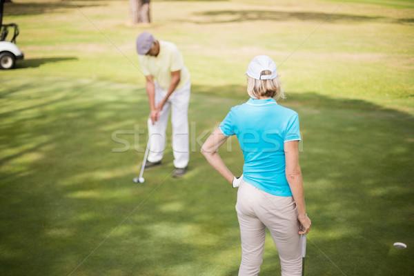 Jogador de golfe casal em pé campo mulher Foto stock © wavebreak_media