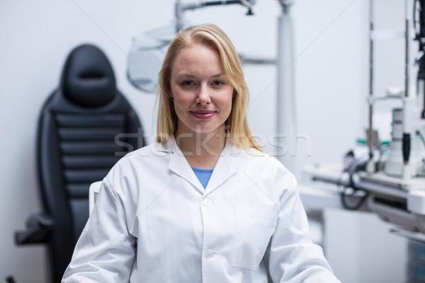 Retrato sorridente feminino optometrista clínica Foto stock © wavebreak_media