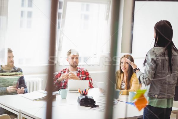 ストックフォト: 見える · 女性実業家 · プレゼンテーション · 会議室 · オフィス