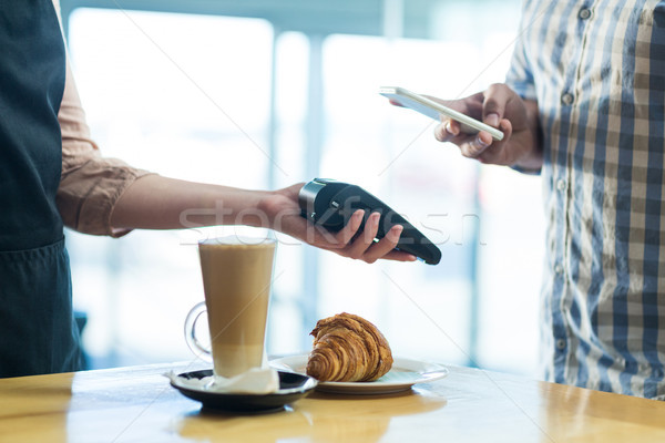 Homem projeto de lei tecnologia café Foto stock © wavebreak_media