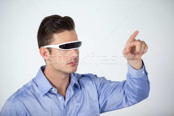 Férfi virtuális videó szemüveg fehér jókedv Stock fotó © wavebreak_media