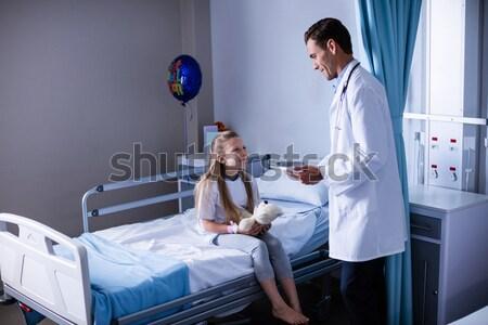 Stok fotoğraf: Doktor · nabız · hasta · hastane · adam · yatak