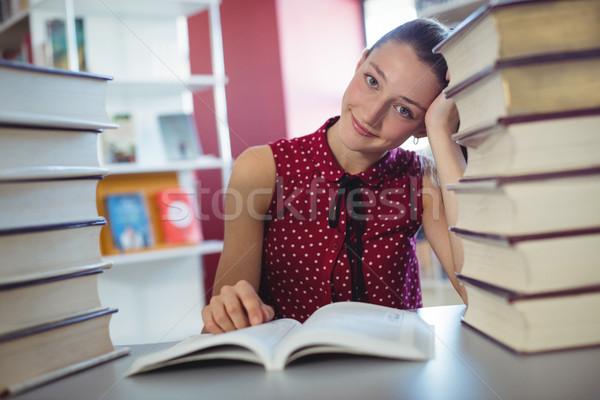 Uważny uczennica studia biblioteki szkoły dziewczyna Zdjęcia stock © wavebreak_media