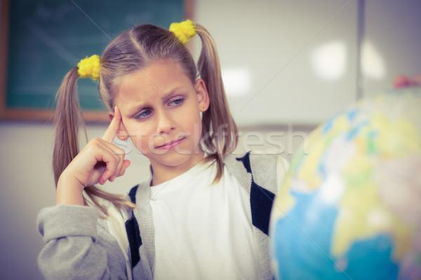 Zagęszczony patrząc świecie klasie dziewczyna szkoły Zdjęcia stock © wavebreak_media