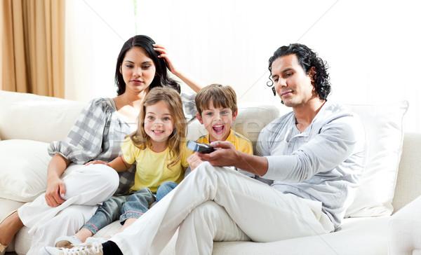 Izgatott kicsi fiú néz tv család Stock fotó © wavebreak_media
