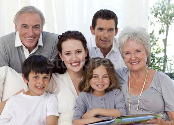 Retrato familia mirando álbum casa Foto stock © wavebreak_media