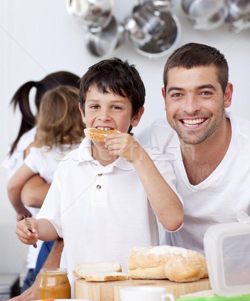 Apa fia eszik pirítós reggeli idő konyha Stock fotó © wavebreak_media
