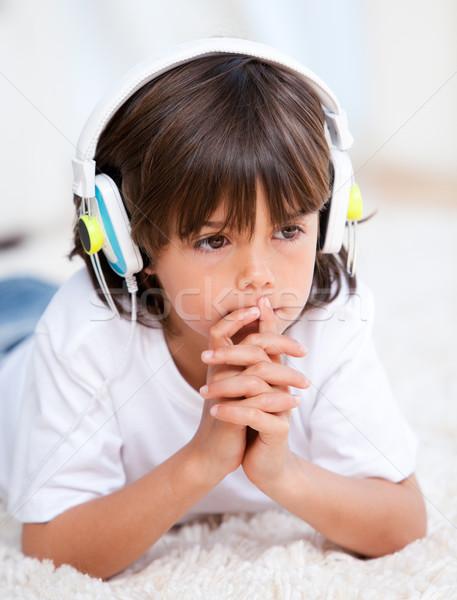Peinzend jongen muziek slaapkamer familie kind Stockfoto © wavebreak_media