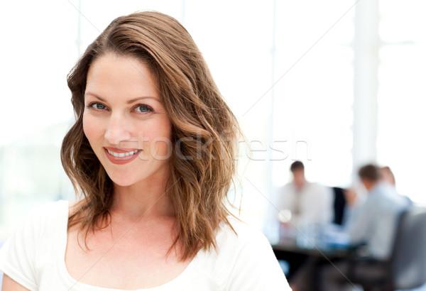 Femme d'affaires permanent équipe travail table Photo stock © wavebreak_media