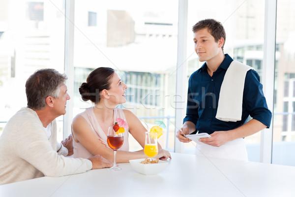 Olgun çift garson bar restoran içmek Stok fotoğraf © wavebreak_media
