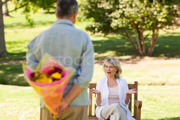 зрелый человек предлагающий цветы жена трава пару Сток-фото © wavebreak_media