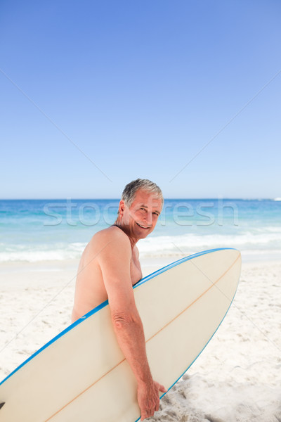 Gepensioneerd man surfboard strand gelukkig sport Stockfoto © wavebreak_media
