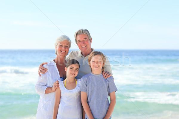 Nagyszülők unokák tengerpart égbolt víz mosoly Stock fotó © wavebreak_media