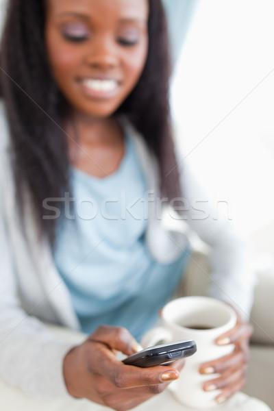 Közelkép okostelefon használt sms üzenetküldés nő technológia Stock fotó © wavebreak_media