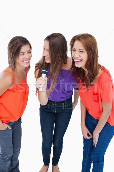 Adolescents chanter karaoke rire amis heureux Photo stock © wavebreak_media
