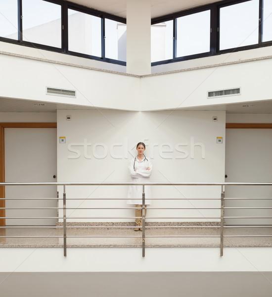 женщины врач Постоянный стены больницу Сток-фото © wavebreak_media
