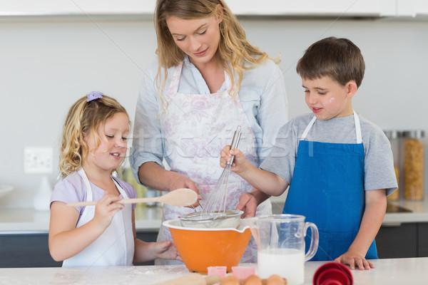 Enfants mère cookies contre haut Photo stock © wavebreak_media