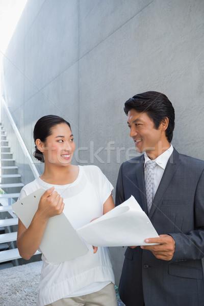 Agente immobiliare cliente sorridere fuori Foto d'archivio © wavebreak_media