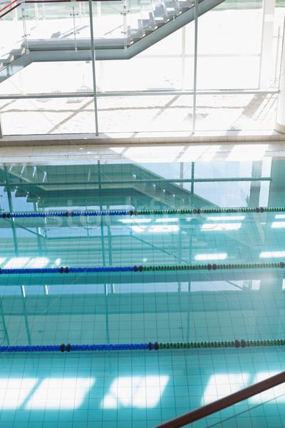 Grande piscina luz del sol transmisión ocio centro Foto stock © wavebreak_media