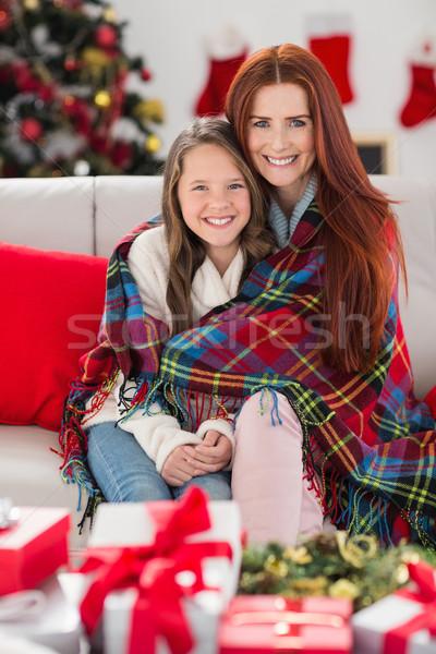 Feestelijk moeder dochter deken home woonkamer Stockfoto © wavebreak_media