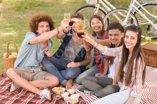 Boldog barátok park piknik napos idő bor Stock fotó © wavebreak_media