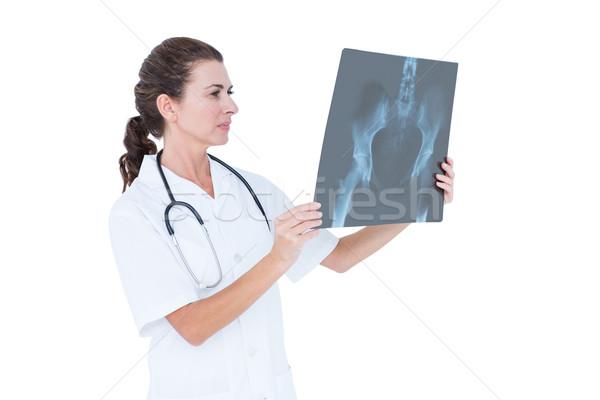 Koncentrować lekarza patrząc biały ściany kobieta Zdjęcia stock © wavebreak_media