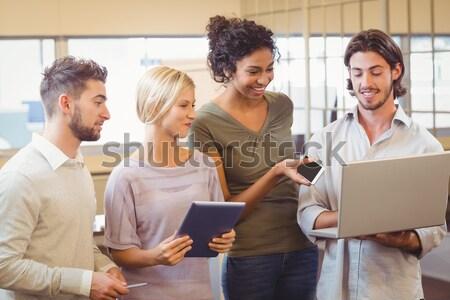 Pessoas de negócios olhando papelada escritório Foto stock © wavebreak_media