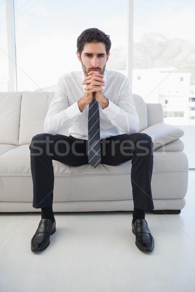 Sérieux affaires séance canapé mains homme Photo stock © wavebreak_media